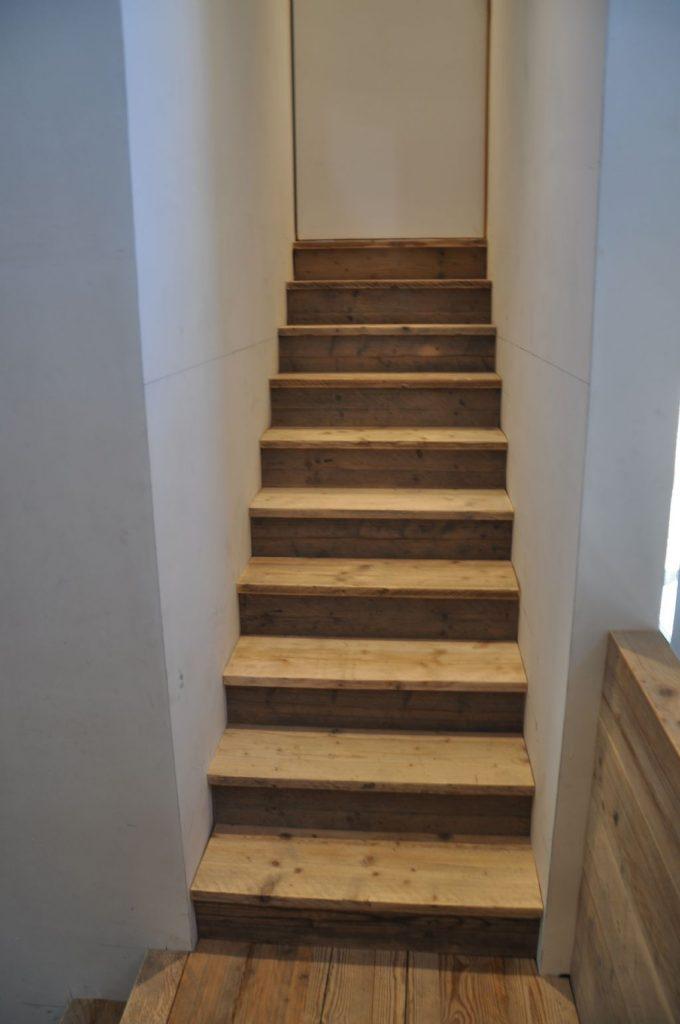 Trappen sd schrijnwerkerij interieurbouw sd schrijnwerkerij - Gang decoratie met trap ...