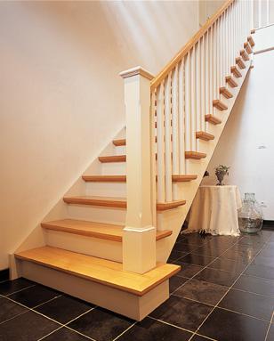 Trappen sd schrijnwerkerij interieurbouw sd for Open trap bekleden met hout